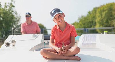 Child on deck of Horizon