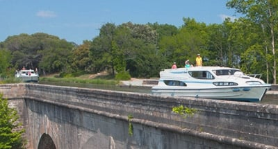 Le Boats on an Aqueduct