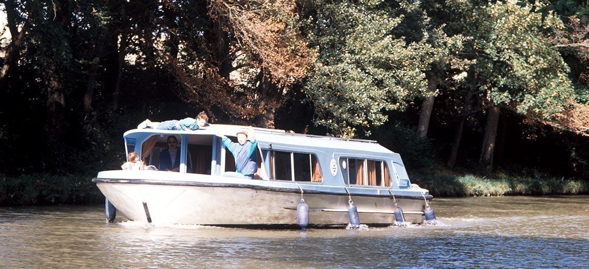 Crown Blue Line boat