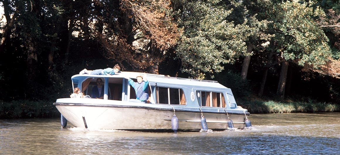 Crown Blue Line boat