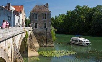 Verdun-sur-le-Doubs Vision Boat